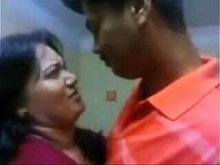 aunty indian kissing