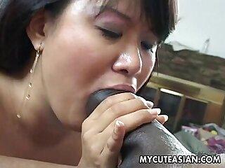 gadis asia punggung besar hitam comel keras